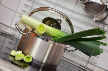 Leeks-on-pot-Optm2